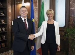 i ministri della difesa di italia e polonia