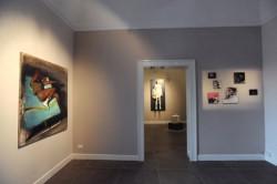 una-sala-di-a100-gallery-con-opere-di-christos-pallantzas-e-eva-caridi